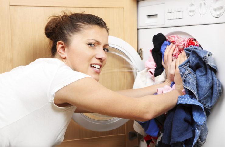 Как убрать застарелые желтые пятна с одежды