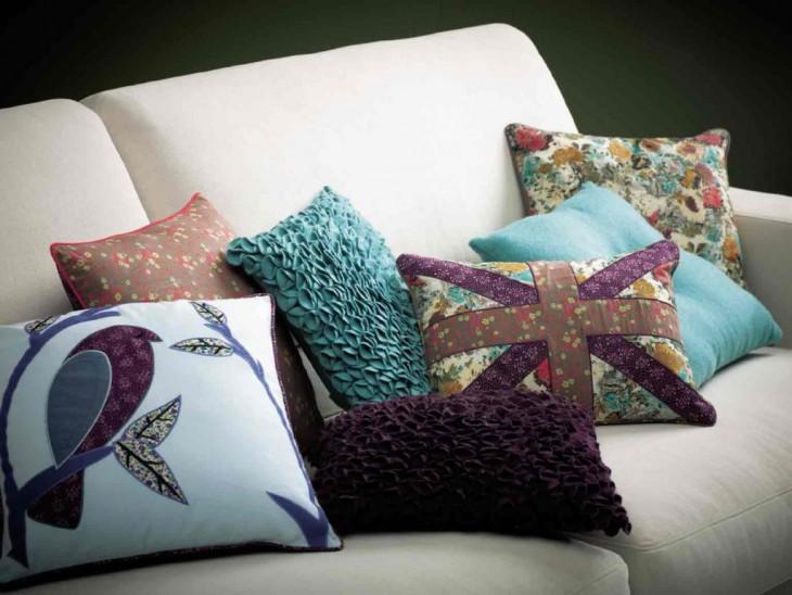 Наполнители для диванных подушек: чем набить подушки для дивана? Какое наполнение лучше выбрать? Как наполнить подушки холлофайбером?