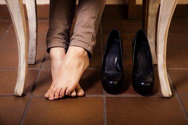 Как растянуть искусственную обувь в домашних условиях